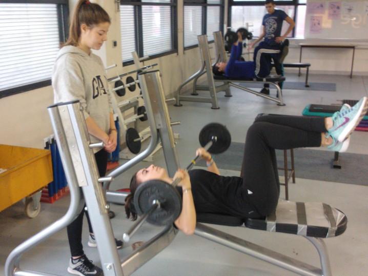 best service 53394 3cbfd Ce mercredi 7 décembre 2016 était organisée une journée découverte de  l activité   musculation-crossfitness   au lycée Marcel SEMBAT à VENISSIEUX.